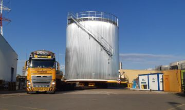 Transport of a storage tank